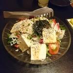 食酒屋 るり家 - 豆腐とじゃこのサラダ