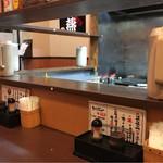 麺厨房 華燕 - 店内