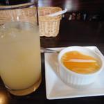 69630876 - グレープフルーツジュースとデザート