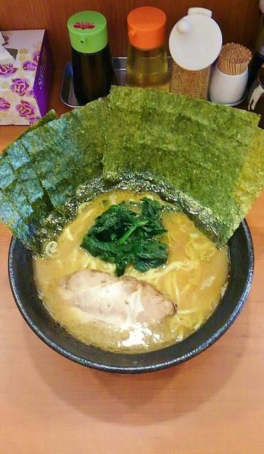 横浜家系らーめん りゅう - ラーメン630円麺硬め。海苔増し100円。