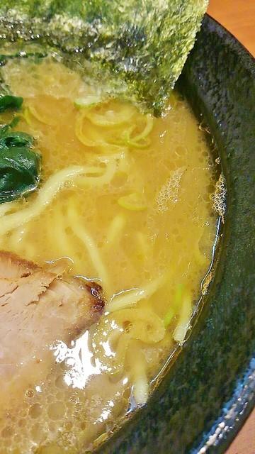 横浜家系らーめん りゅう - バランス型のスープ。