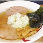 ら~めん 熊八 - 料理写真:塩・八王子チャーシューメン 750円 真っ直ぐに美味しい塩ラーメンです。