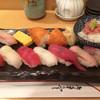 青山 - 料理写真:握り一人前 小鉢と味噌汁付き