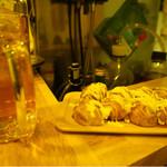 69637815 - 烏龍茶と たこ焼き(ソースマヨネーズ)                       注意・イカ入り、ぽん酢ソース