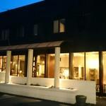 iq cafe&dining - お店入口