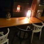 iq cafe&dining - カウンターテーブル席