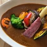 トレ プンティーニ - 野菜たっぷりスパイシーカレー。 美味し。