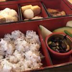 まごわやさしい - 松花堂弁当 1000円。