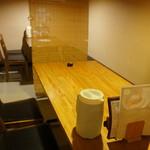 玉家 - 3卓並ぶテーブル席、写っていないこの手前の席に着きました(2017.7.6)