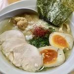 麺屋 一布 - 料理写真:特製濃厚鶏白湯ら〜めん(塩)961円