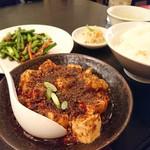 麻辣王豆腐 - 日替わりとハーフ麻婆豆腐のランチ