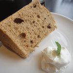 カフェ ラテ - シフォンケーキ(ケーキとコーヒーのセット:570円)