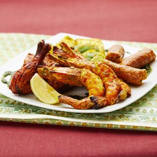 炭火焼で焼いた本格タンドール窯料理を是非楽しんでください