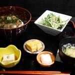 和酒 わのくに - 旬魚の胡麻醤油丼¥1000