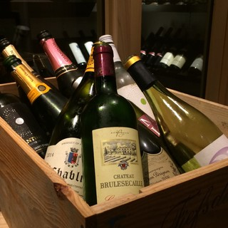 常時30種程の豊富なワイン♪グラスも赤・白4種ずつ揃えてます