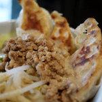 KITCHEN TACHIKICHI - 渋谷丼はキャベツ・もやし・挽き肉に餃子が3個