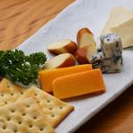 痛快酒場 - 北海道直送チーズ3種盛り