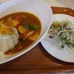 ユーカリー - *海老と季節野菜のカレー(Sサイズ:680円)・・1辛で説明では「中辛」程度とのことでしたが、後から辛味がジワッときます。 ポークカレー自体もいいお味で、食べやすい。こういうカレー好きですね。
