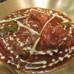タンドゥーリ - プローンバターマサラ。他のカレーよりスパイスの風味がかなり立っていて、 ソース自体に海老の頭や味噌のコクと香ばしさがあります。