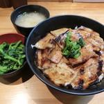 豚大学 - 豚丼650円、漬物70円、味噌汁50円