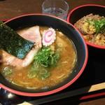 麺道服部 - 醤油ラーメン(600円)+チャーシュー丼(200円)