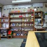 前島 - 駄菓子屋と鉄板。