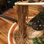 たつ屋 - 【2017.6.20】全粒粉入りの細麺。