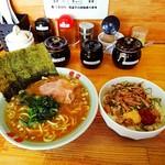 竜家 - ラーメン並¥680   チャシュー丼¥300