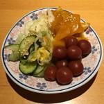 酒菜とごはん 花籠 - おしんこ盛合せ(390円) 2017.7