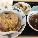 丹頂 - 料理写真:五目焼飯(650円)と半餃子3個(200円)