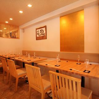 白木基調の清楚な和みの食空間