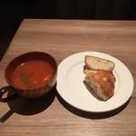 umineko ebisu - ランチにつくスープとパン