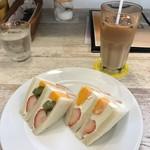 フル フル - フルーツサンド&アイスカフェオレ
