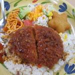 青山学院大学 学生食堂 - シェフの気まぐれエスカロップ風の大皿