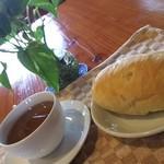 69704851 - 麦茶をコーヒーカップに入れる私(笑)、隣はレモンパン