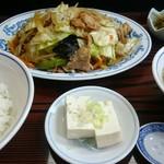 栄信軒 - 野菜炒め半ライス