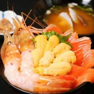新鮮なネタを使った3色丼!