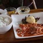 ダフネ珈琲館 - 料理写真:チキンステーキのトマトクリームソース(日替わりランチ)
