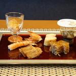 平花とんぼ - 前菜(ツブ貝、車海老、太刀魚の焼きもの、出汁巻玉子、和歌山産シラスの煮凝り等)