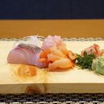 平花とんぼ - シマアジ、キンメ、赤貝とそのヒモ