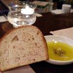 リストランテ ブォーノ - ディナー お通し 全粒粉の自家製パン 食べ放題です