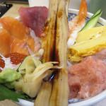磯丸水産 - 九州初上陸店で海鮮丼ランチ♪