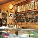 勝栄鮨 - 昭和の雰囲気が味わえるステキな店です