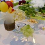 69726777 - 北海道のテロワールを表現する夏野菜とハーブ