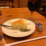 お天気屋喫茶店 - チーズケーキとアイスコーヒー