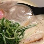 Ramen 辻 - ラーメン(白湯)醤油(750円)スープ
