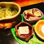 大どころ - 『八寸』様(枝豆のチーズ寄せ、アラの鱗素揚げ、アラの肝、そうめん瓜酢味噌和え)