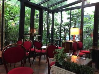 カフェ・ド・ラペ - テラス風の席