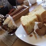 カフェ自休自足 - セットデザート コーヒーゼリーパフェとシフォンケーキ