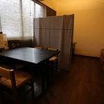 居酒屋 たーさんち - 奥部屋 4人掛けテーブル 2卓 ※5名~10名様で個室としてご利用いただけます。